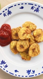 Tostones with ketchup/©dariasdiaries