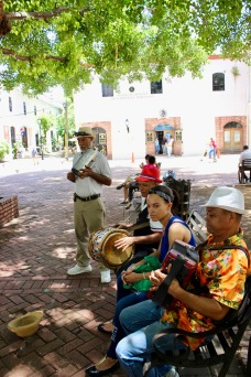 Street musicians in the Colonial Zone/©dariasdiaries
